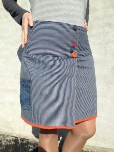 nederdel med knapper og lomme