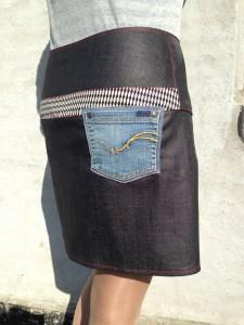 nederdel med kryds bagfra