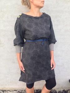 Grå-sort kjole